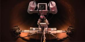 管道机器人是一种特种机器人,可以对管道进行检测、维护,广泛应用于工业、军事和医疗等多领域。我们的脚下,可能正有管道机器人穿梭于城市的各种管路中,维护城市的正常运行。管道机器人形态各异,有小车型机器人,柔性机器人,更有可以穿梭于血管的微型机器人。在管道机器人领域,尽管研究的很多,但真正成型应用到具体实际中的并不是很多。